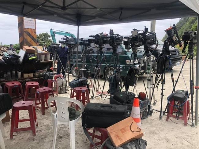 攝影機轉向不拍遺體 記者吐心聲:沒你想像的沒讀書 | 華視新聞