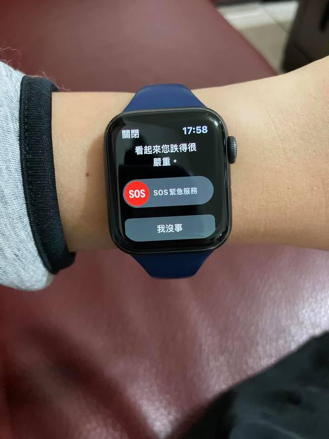 他怒打死蚊子!Apple Watch急問「您跌得很嚴重」 | 華視新聞