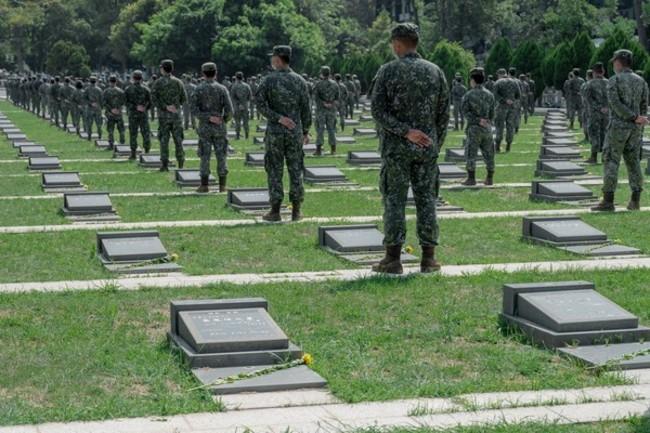 國防部預告修正《兵役法》 遺族「有條件」比照榮民遺眷 | 華視新聞