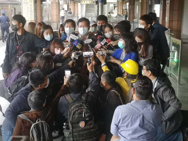 台鐵出軌路段今通車 林佳龍搭05:27首班車   華視新聞