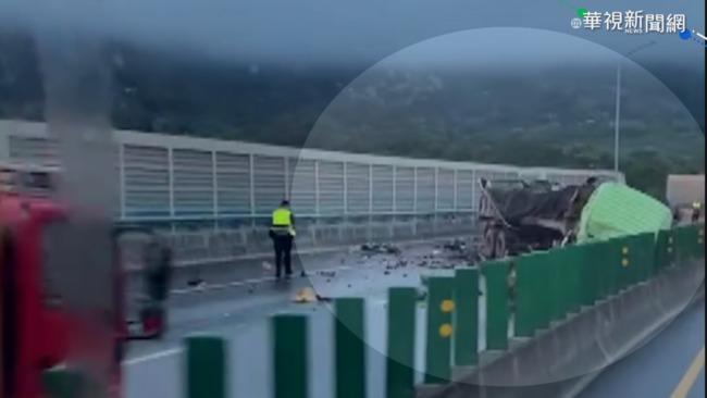 台64線聯結車翻覆 搶通後僅零星車通過 | 華視新聞