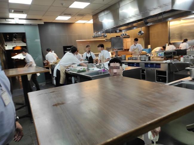 米其林2星餐廳遭爆「廚師未戴口罩」衛生局稽查到3缺失   華視新聞