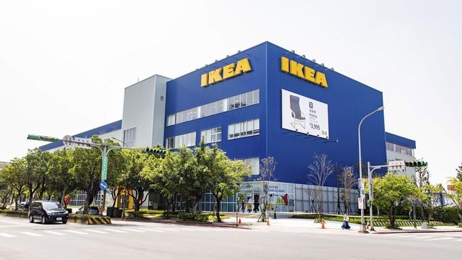 IKEA內湖店開幕!獨家「鯊鯊包」吸客 Uber祭百元優惠 | 華視新聞