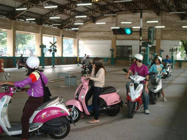 5/3新制上路 持汽車駕照考機車駕照仍須筆試 | 華視新聞