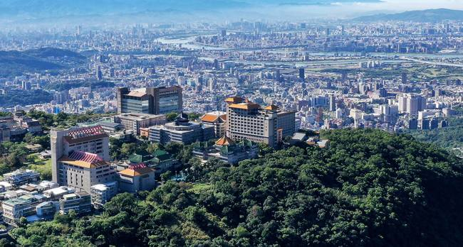 1學生曾出入諾富特飯店 文化大學急消毒、戴口罩上課2週 | 華視新聞