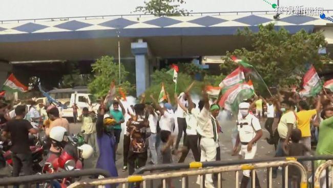 不甩疫情嚴峻! 印度選民上街狂歡慶祝   華視新聞