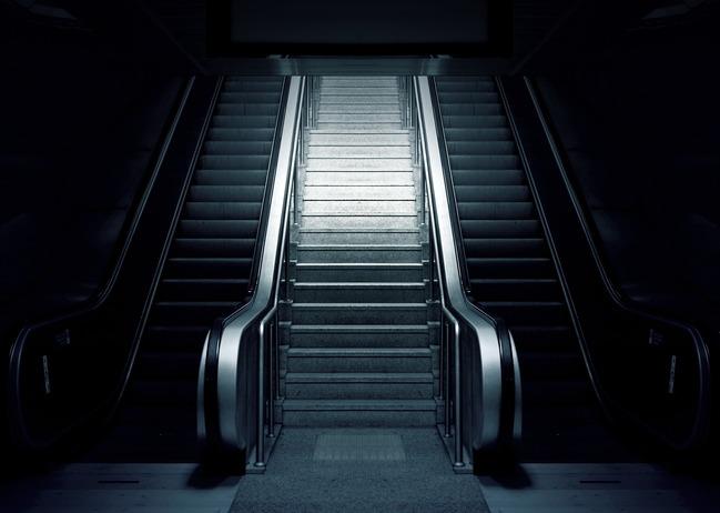 男深夜樓梯間「自拍不雅片」 遭判公然猥褻 | 華視新聞
