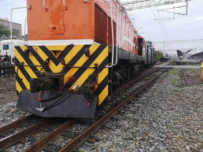 台鐵成功站列車疑出軌! 雙向延誤搶修中 | 華視新聞
