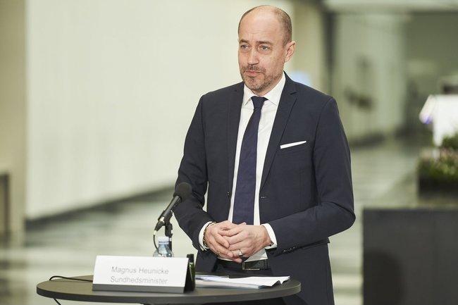 丹麥官員憂血栓副作用 禁打AZ與嬌生疫苗 | 華視新聞