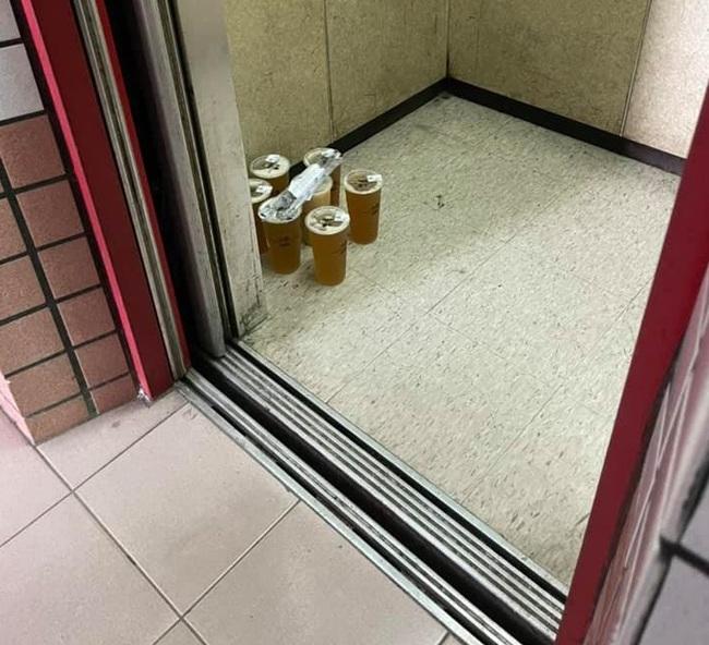 外送要加購袋子嗎?他抱怨飲料被外送員放電梯內遭酸   華視新聞