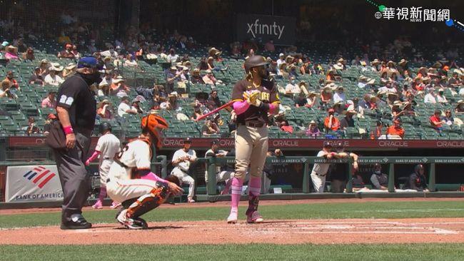 MLB歡慶母親節 球員粉紅裝扮超吸睛   華視新聞