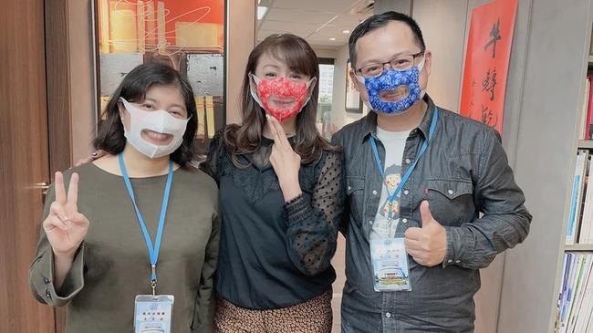 老師戴罩聽障生無法讀唇語 許淑華籲採購透明口罩 | 華視新聞