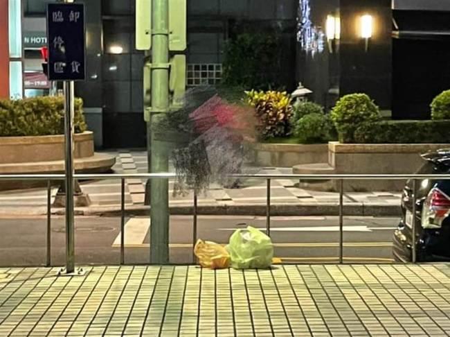 外送員把便當丟地上 和平醫護流淚:我們到底有多髒?   華視新聞