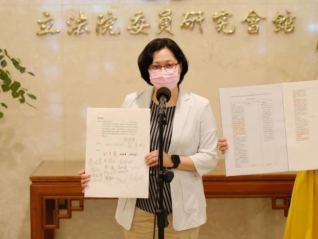 賴香伶提案防疫照顧假發津貼 政府支付日薪683元 | 華視新聞