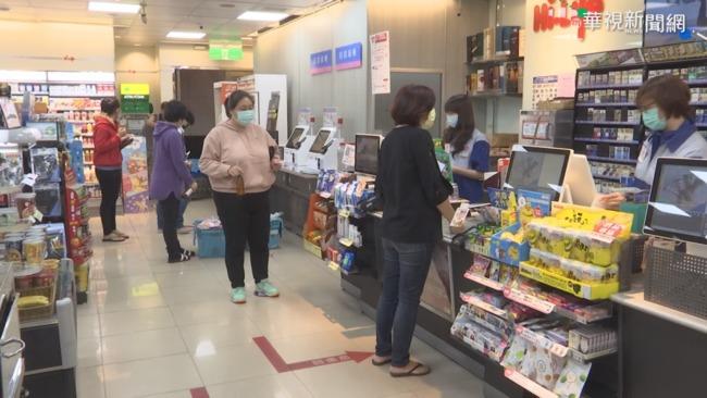 嬤進超商稱不識字拒填實聯制 怒罵店員「你們會得肺炎」 | 華視新聞