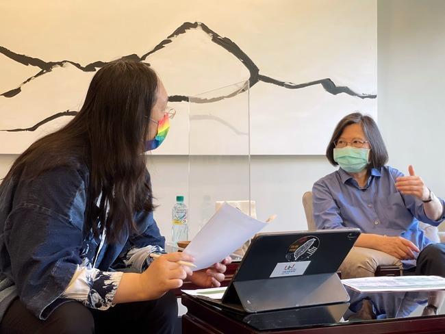 跟唐鳳開會討論 蔡英文:疫苗施打預約平台很快上線 | 華視新聞