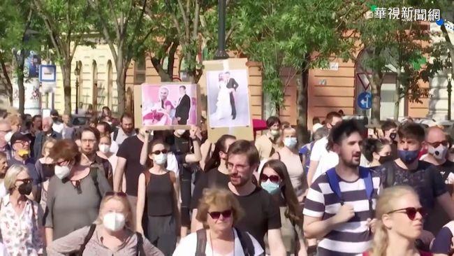 反復旦分校進駐 上萬匈牙利民眾抗議 | 華視新聞