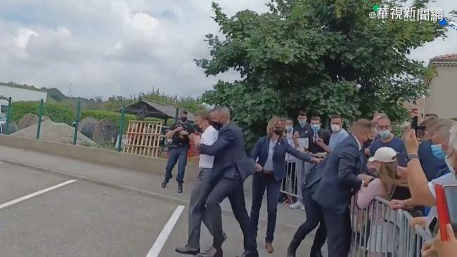 法國總統親民握手 反遭男子當眾掌摑 | 華視新聞
