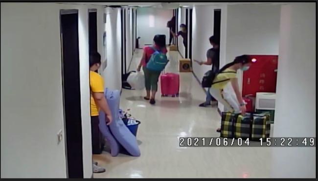 仲介藏32名「有確診接觸史」移工至一般旅館 其中6人確診 | 華視新聞