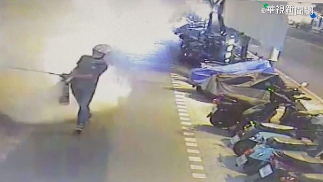 宅在家情緒不穩 失業男持滅火器噴ATM | 華視新聞