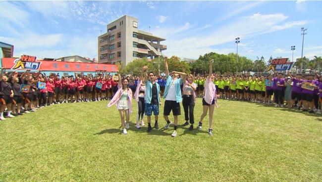 《校園大亂鬥》青年高中推球接力賽 琳妲出軌竟全怪罪於「風」 | 華視新聞