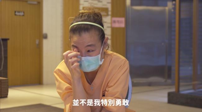 照顧確診者影片曝光 護理師落淚「沒有時間害怕」 | 華視新聞