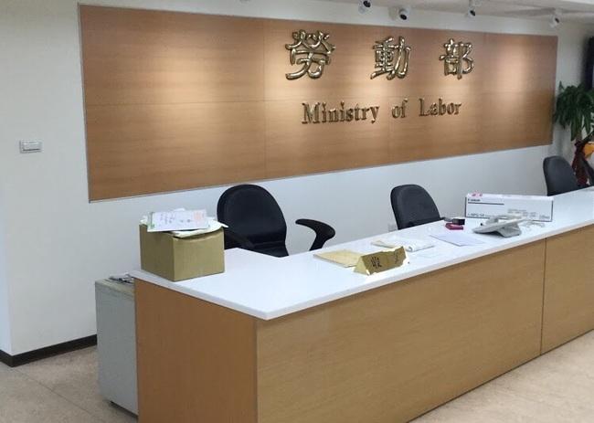 自營作業者補貼條件放寬 登錄截止日延至8/9 | 華視新聞