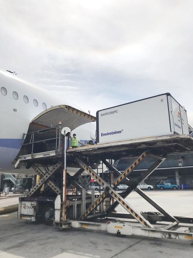 自購62萬劑AZ在路上了!曼谷起飛傍晚抵台   華視新聞