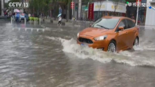 暴雨襲鄭州 大水灌地鐵站.車子遭殃   華視新聞