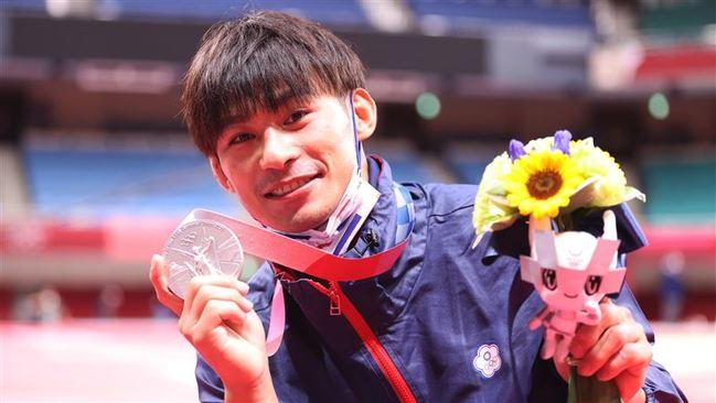 首登奧運就摘下銀牌!楊勇緯沉澱一天吐露奪牌心情 | 華視新聞