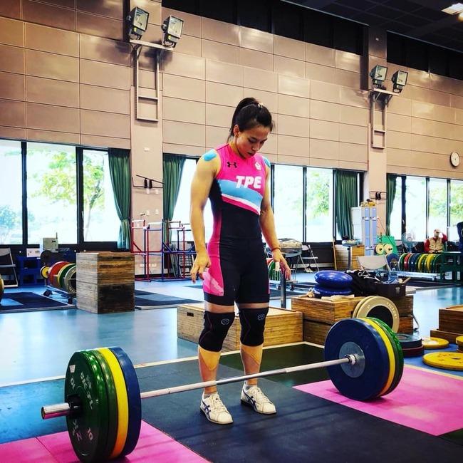 郭婞淳無懸念勇奪金牌!抓舉、挺舉、總和皆破奧運紀錄 | 華視新聞