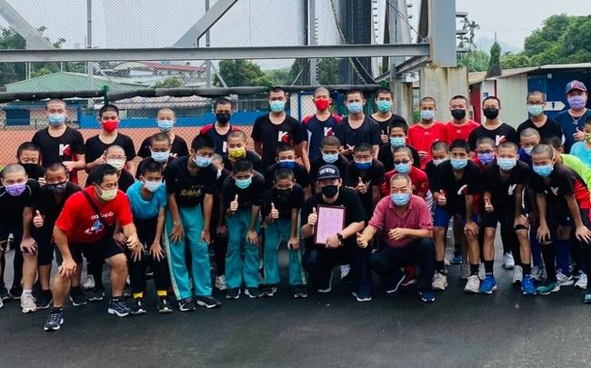 霧峰國中小棒球隊缺物資 陳柏惟攜手國軍捐床具 | 華視新聞