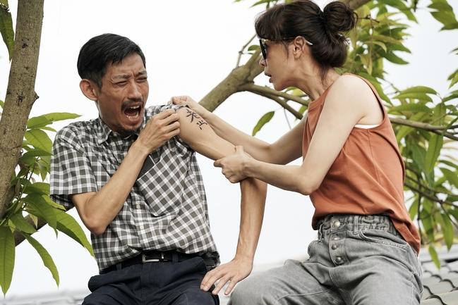 《俗女2》嘉玲父女屋頂戲逼哭觀眾 陳竹昇才開口謝盈萱眼眶就紅了   華視新聞