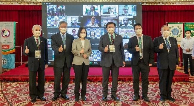 邱泰源接任亞大醫師會會長 總統蔡英文出席祝賀 | 華視新聞
