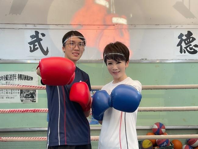 東奧銅牌拳擊手黃筱雯電視首訪 擂台傳授陳雅琳打拳基本功   華視新聞