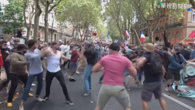 """反""""疫苗施打令"""" 希臘警民暴力衝突   華視新聞"""