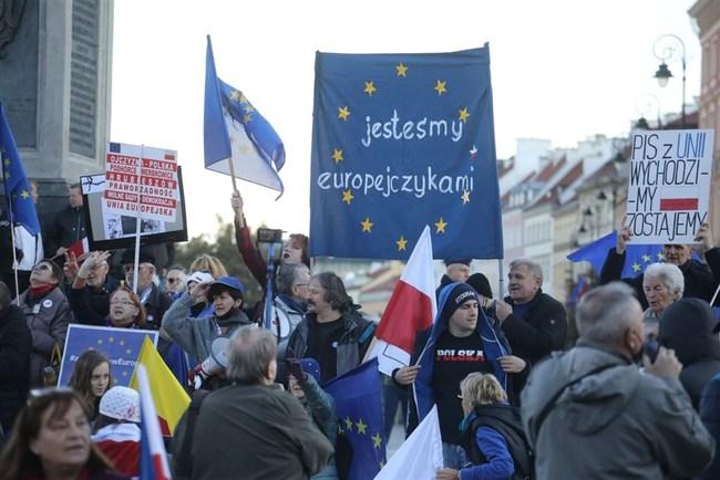 波蘭也要脫歐?法院否定歐盟法 掀10萬人反脫歐示威   華視新聞