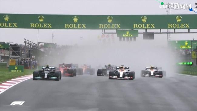F1雨中激戰 Alonso遭撞怒罵對手! | 華視新聞